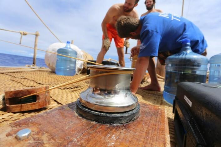 Kevlartauet på 3mm brukes til å trekke måleinstrumentene opp fra dyphavet. (Foto: Håkon Wium Lie, Kon-Tiki 2)