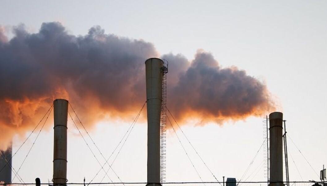 Tross økonomisk vekst flater globale utslipp av klimagasser ut for første gang, og vil trolig reduseres i 2015. Årsaken er blant annet mindre brenning av kull i nøkkellandet Kina. (Foto: Colourbox)