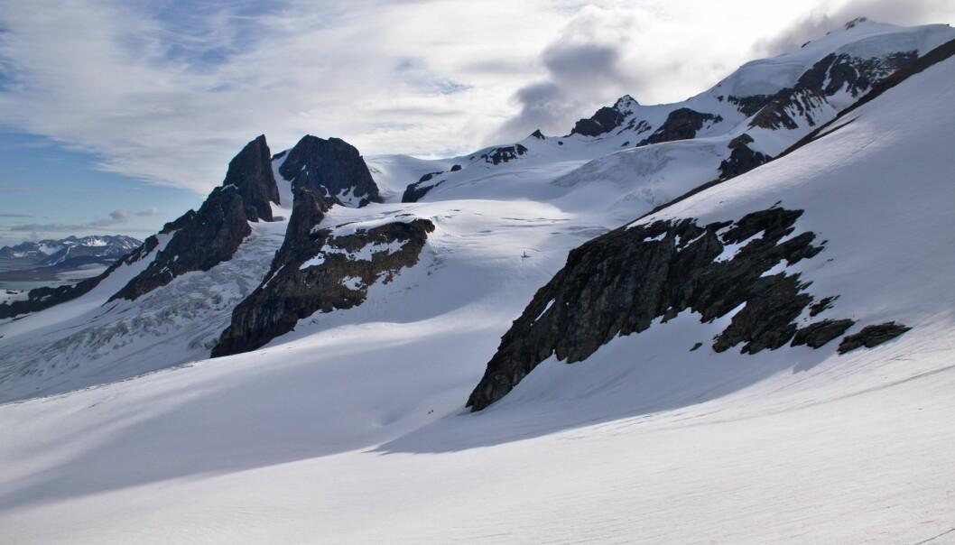 Steinen i dagens fjell på Svalbard har vært med på å danne større fjellkjeder tidligere. (Foto: Per Inge Myhre / Norsk Polarinstitutt)