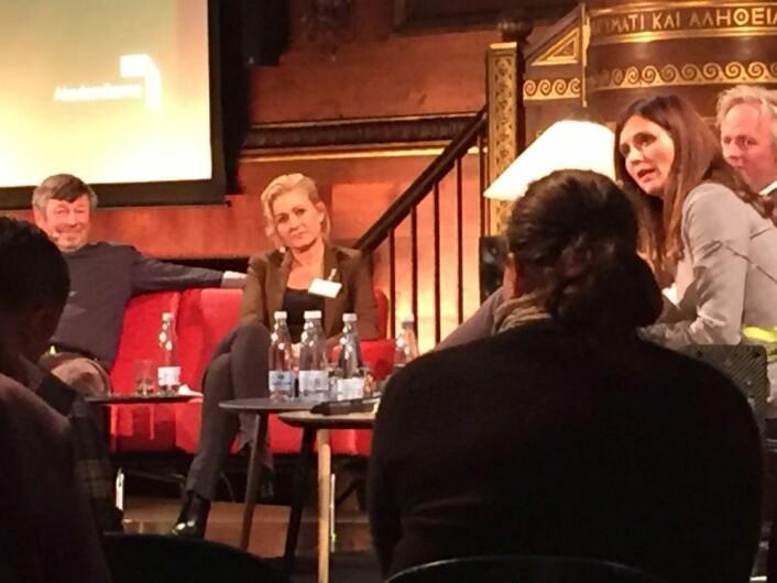 Tre forskere fra Københavns Universitet vil gjerne forskere ut i danske medier: Heine Andersen (til venstre), Marlene Wind (i midten) og Klemens Kappel (bakerst til høyre).  (Foto: (Foto fra konferanse hos UBVA: Thomas Hoffmann))