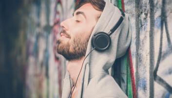 Når man hører på musikk, er det ofte for å regulere følelsene sine. En danske forsker vil bruke en matematisk modell for å hjelpe oss med det.  (Foto: Shutterstock)