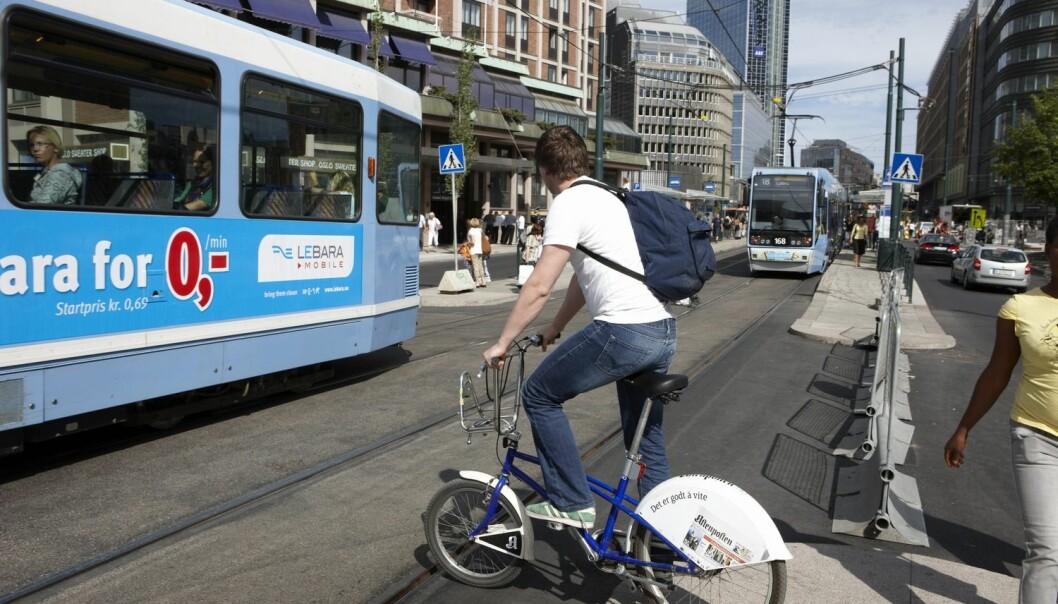 Det er mange grunner til å satse på sykkelen som transportmiddel, ikke bare hensynet til miljøet. Politikerne bør appellere til flere sider hos oss når de tar til orde for slike klimavennlige aktiviteter, mener forskere. (Foto: Kerstin Mertens, Samfoto)