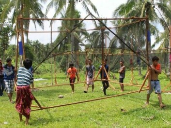 The Streetlight children help set up scaffolding for their new school. (Photo: Workshop/NTNU)