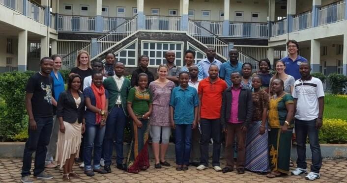Motiverte deltakere og undervisere fra forskeropplæringen.  (Foto: Ali Rock)