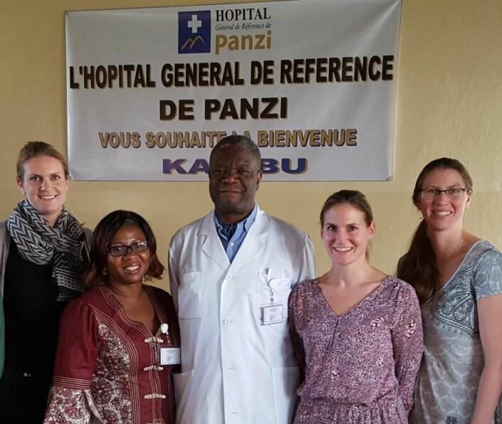 Besøk på Panzi-sykehuset. Fra venstre, Ragnhild Nordås (PRIO), Christine Amisi (ICART). Dr. Denis Mukwege (Panzi), Gudrun Østby (PRIO) og Siri Aas Rustad (PRIO).  (Foto: Lisa Peters)