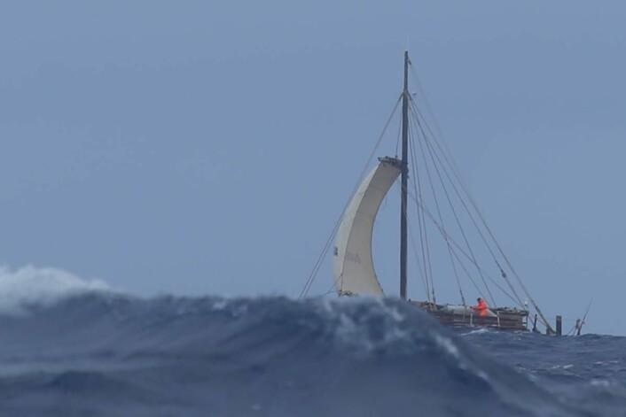 Instrumentene får juling av Stillehavets bølger.  (Foto: Håkon Wium Lie, Kon-Tiki 2)
