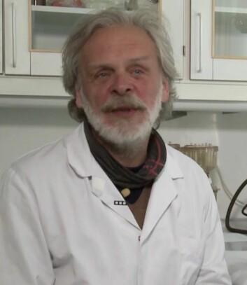 Olav Vadstein, professor ved Institutt for bioteknologi, NTNU.  (Foto: Skjermdump fra «De usynlige hjelperne», Warholm Film)