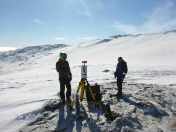 Laser scanning the Kringsollfonna ice patch to measure how much snow accumulates in the winter and melts in the summer. (Photo: Geir Vatne, NTNU)