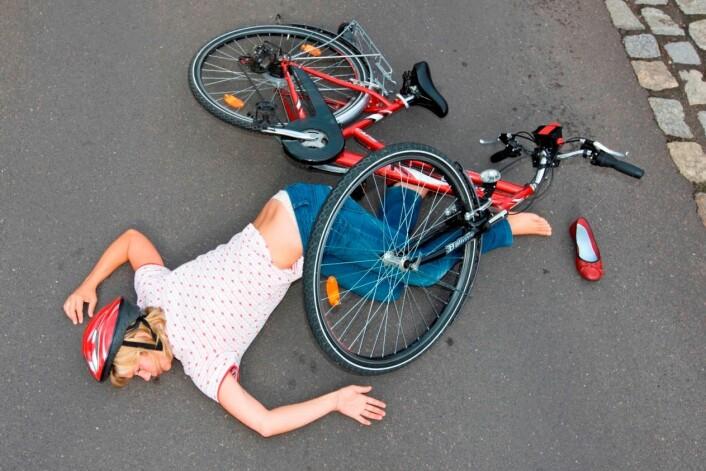 Dette bildet er selvfølgelig arrangert. Kvinnen bare later som, og sykkelen er like fin. (Illustrasjonsfoto: Colourbox)