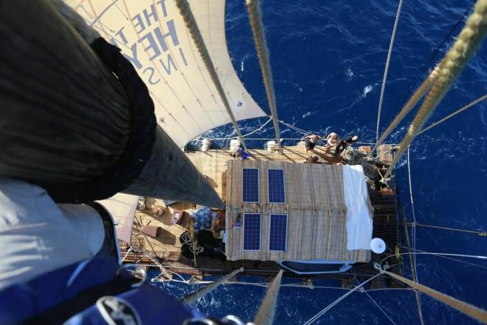 Fra den 15 meter høye masten på Tupac Yupanqui.  (Foto: Håkon Wium Lie, Kon-Tiki 2)