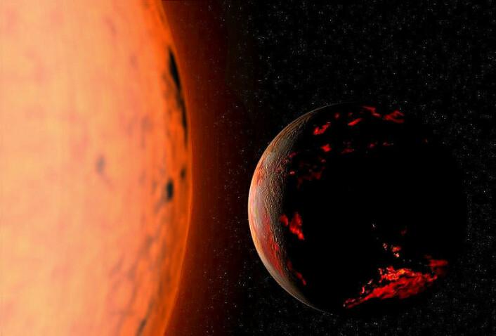 Når hydrogenet i sola tar slutt, vil nye kjernereaksjoner starte. Dermed vil de ytre lagene av sola ese opp og bli kjøligere. Sola vil ikke lenger gløde hvitt, men rødt. Den vil bli en rød kjempe, som til slutt vil sluke jordkloden og månen. (Foto: (Illustrasjon: Fsgregs, Creative Commons Attribution-Share Alike 3.0 Unported license.))