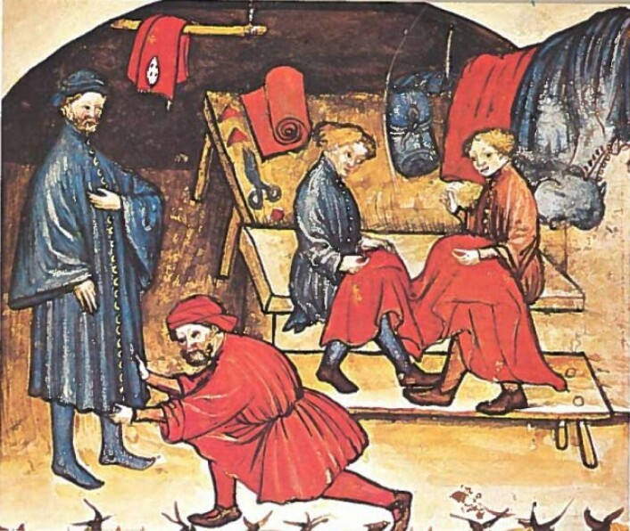 Bildet viser forskjellige aktiviteter i en skredders verksted. (Foto: Comte S. 1978: Everyday life in the middle ages, s. 50. Poligrafici Calderara S.p.A. Bologna)