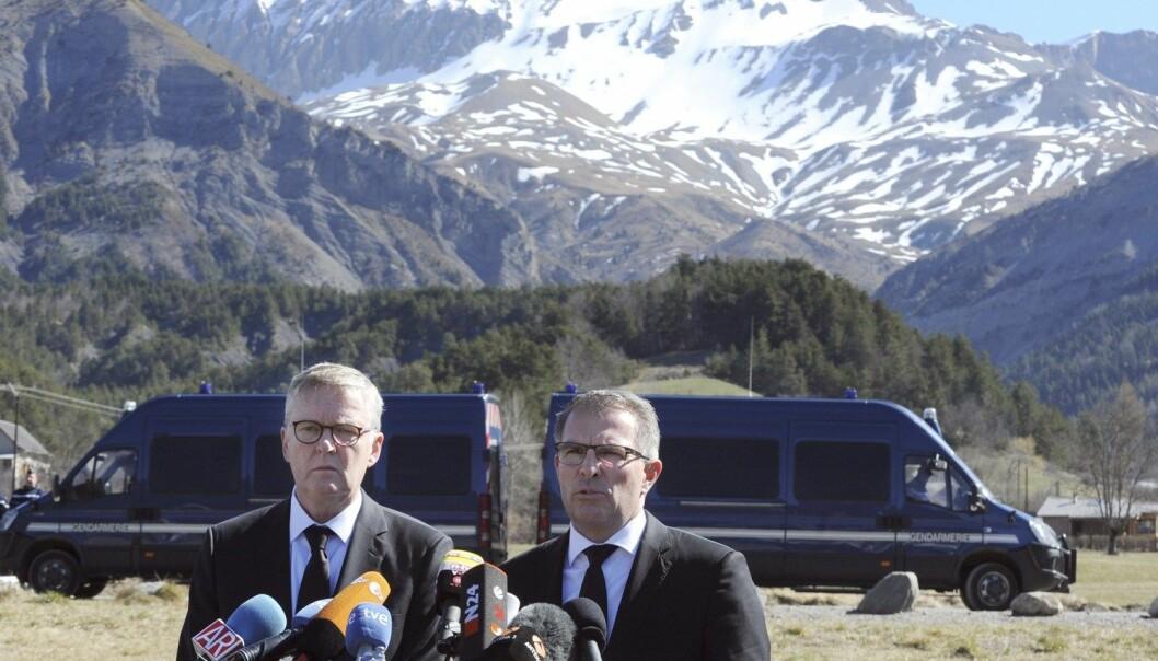24.mars styrtet et passasjerfly over de franske Alpene. Dagen etter ble undersøkelsen som måler kvinneandelen i mediene på verdensbasis, tatt opp. Denne ulykken kan forklare den store overrepresentasjonen av menn i europeiske medier nettopp denne dagen, ifølge forskerne. Her ved Lufthansa-direktør Carsten Spohr (t.h.) og Germanwings direktør Thomas Winkelmann.  (Foto: Jean-Pierre Clatot, AFP/NTB scanpix)