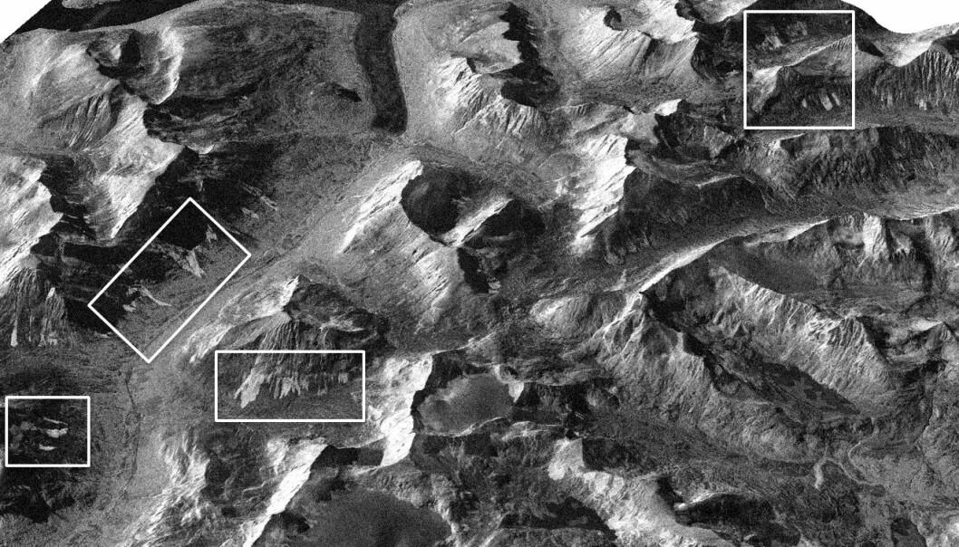 Bildet viser et fjellområde i Troms. Inne i de hvite firkantene har forskerne funnet snøskred som har gått. (Bilde Norut/ESA)