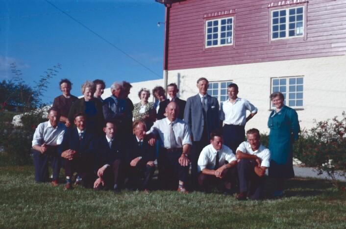 Ansatte ved Fureneset forskningsstasjon i Sogn og Fjordane. Bildet er tatt en gang mellom 1963 og 1967. (Foto: Markus Pestalozzi)
