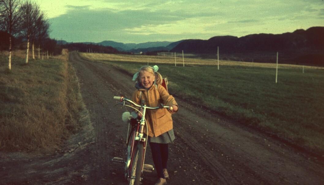 Astri på skoleveien ved Fureneset, første skoledag. (Foto: Markus Pestalozzi)