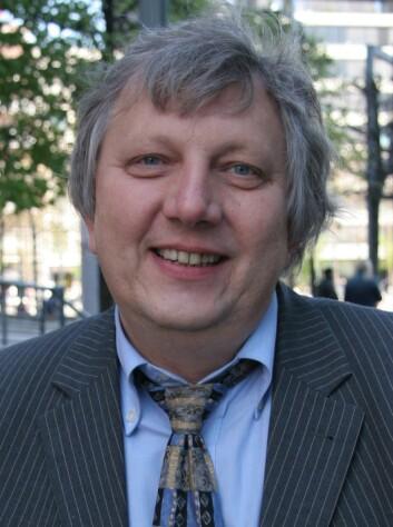 Matthias Kaiser er instituttleder for Senter for vitenskapsteori ved Universitetet i Bergen. Han mener språklig tåkelegging og sjargong ikke er forbeholdt uredelig forskning. Ofte er det «bare» et tegn på dårlig kvalitet. (Foto: Universitetet i Bergen)
