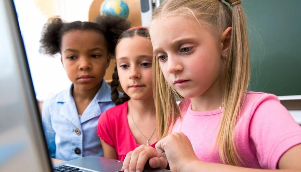 DNB vil ha mer privatøkonomi-undervisning i skolen. Banken har derfor sammen med Røde Kors laget et digitalt verktøy for at barneskoleelever skal lære mer om sparing og forbruk. Men kunnskapsminister Torbjørn Røe Isaksen vil ikke pålegge skolene å ta det i bruk.  (Illustrasjonsfoto: Colourbox)