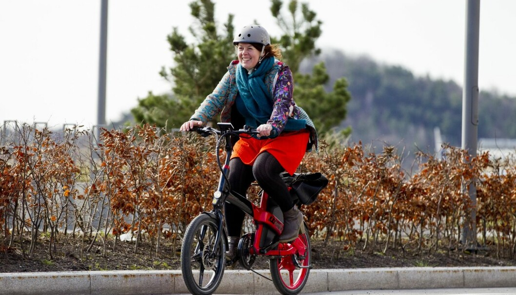 According to a new experimental study, those with access to an electric bike cycle farther and more often than those who use a regular bike. Men cycle farther while women cycle more often. (Photo: Vegard Wivestad Grøtt, NTB scanpix)