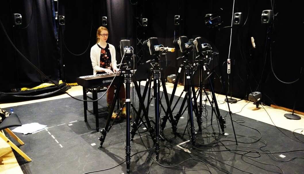 Nine cameras measure all of the pianist Christina Kobb's finger movements during her performance of a Schubert sonata. (Photo: Alexander Refsum Jensenius/UiO)