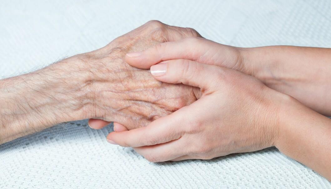 Læseren, helbrederen, kan både lese lavt fra Bibelen og legge hendene på den hun skal helbrede. Bildet er ikke fra en læsing, en aktivitet som helst ikke skal vises fram. (Illustrasjonsfoto: Colourbox)