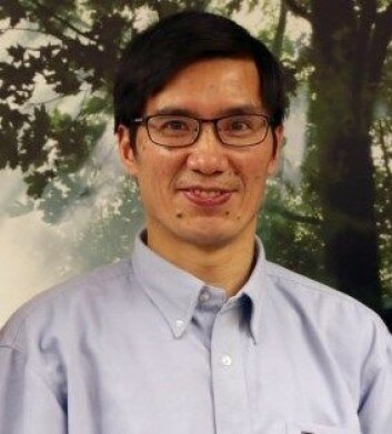 Professor Zhiliang Zhang ved NTNUs Institutt for konstruksjonsteknikk, Fakultet for ingeniørvitenskap og teknologi. (Foto: Nancy Bazilchuk, NTNU)