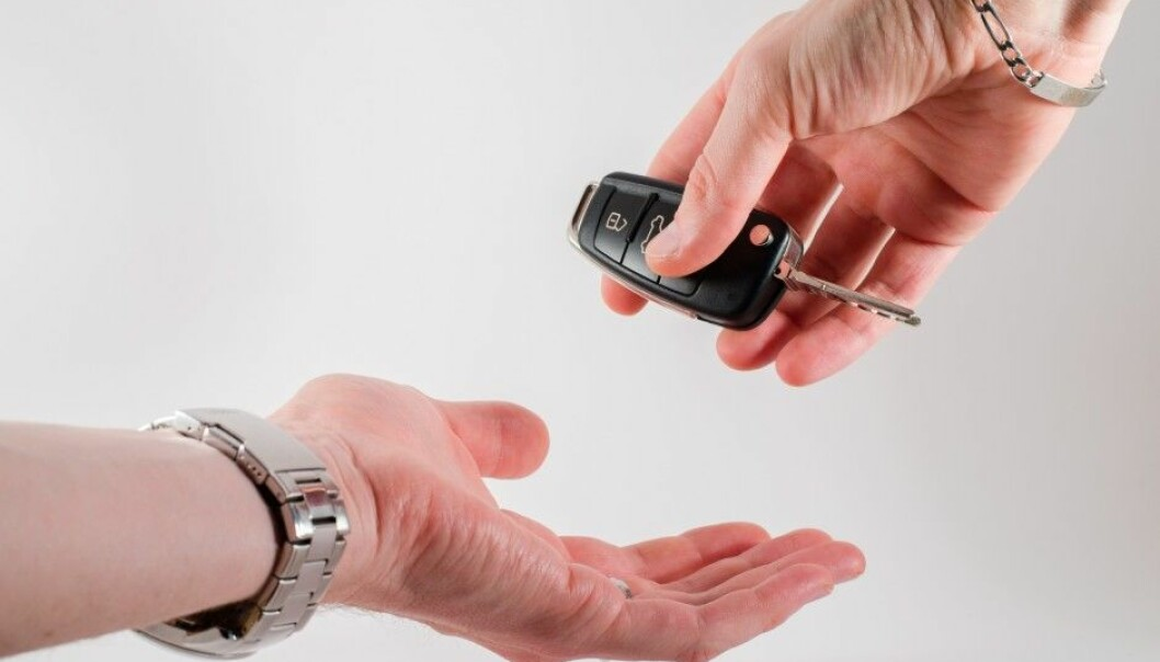 Using an app or a card makes it a lot easier to share a car With total strangers. The Technology allows you to pick up a free car near you by using your mobile phone. (Photo: Microstock)