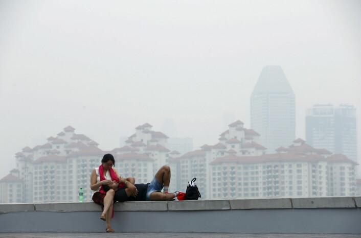 Røyk fra skogbrannene i Indonesia la seg over Singapore 25. oktober.  (Foto: Edgar Su, Reuters)