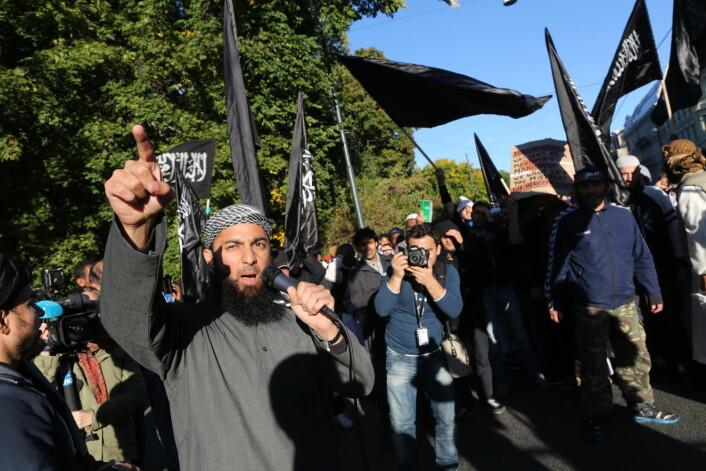 Ubaydullah Hussain omtales i media som radikal islamist og har blant annet vært tiltalt for trusler mot to journalister. Her er han under en demonstrasjon utenfor den amerikanske ambassaden i protest mot videoen «Innosence of Muslims» i 2012.  (Foto: Kyrre Lien, NTB scanpix)
