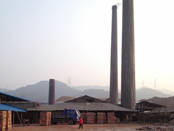 Factory in a village where Airborne is doing research. In this type of local coal-fired factory, the workers are migrants from far poorer areas. (Photo: Mette Halskov Hansen)
