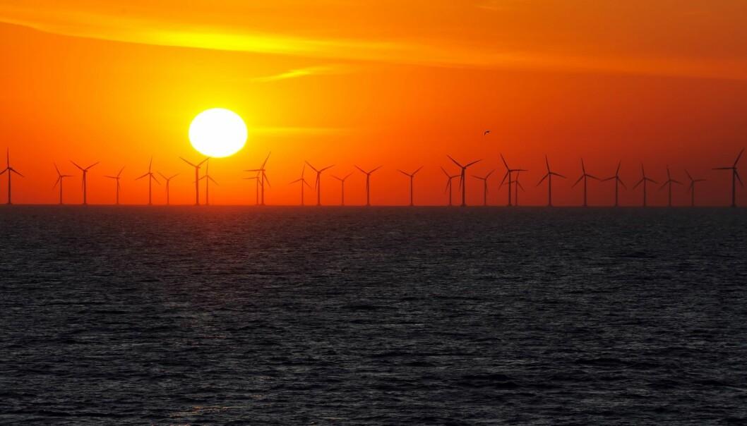 De fleste vindturbiner til havs blir i dag fundamentert på store stålrør som er hamret 25–35 meter ned i havbunnen. Da er det avgjørende å vite hvordan havbunnen er. (Illustrasjonsfoto: Microstock)
