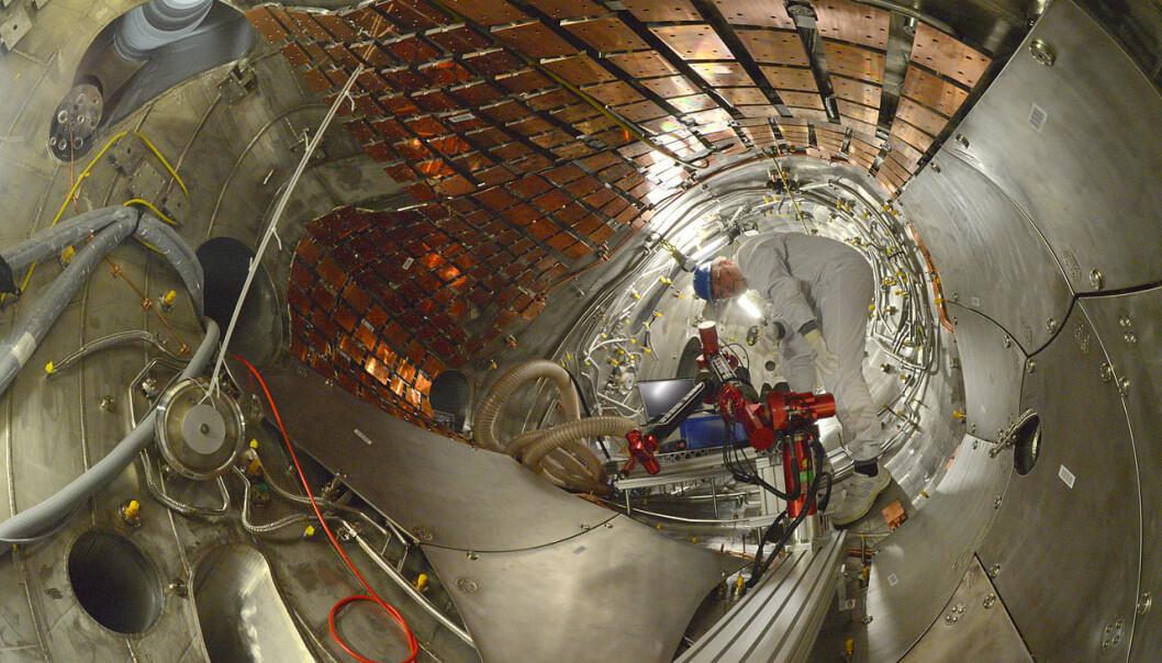 Den tyske fusjonsreaktoren Wendelstein 7-X skal startes opp om kort tid. Hvis denne teknologien – som kalles en stellarator – virker som den skal, kan den bli en mer stabil og sikker vei mot kommersiell fusjonskraft enn tokamak-teknologien som skal prøves ut i det mer kjente gigantprosjektet ITER. (Foto: Gwurden, Creative Commons Attribution-Share Alike 3.0 Unported license.)