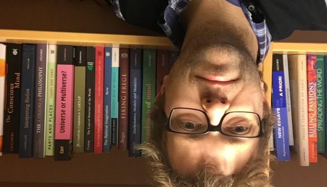 Store spørsmål og tunge bøker, men aller mest artikler for Einar Duenger Bøhn. (Foto: selfie)