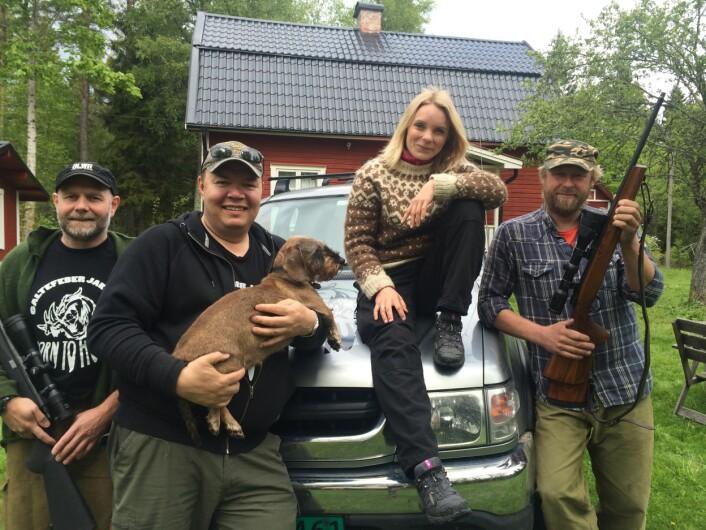 Jaktlaget Galtefeber reiser fra Norge til Sverige for å jakte på villsvin. Programleder i Schrödingers katt, Solveig Hareide, fikk være med på jakta i vår. (Foto: Per Ingvar Rognes, NRK)