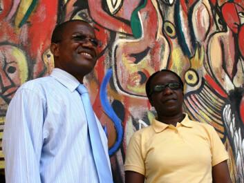 Professor Armindo Ngunga from Eduardo Mondlane University in Mozambique (left), and Dr. Nomalanga Mpofu from University of Zimbabwe.(Photo: Susan Johnsen)