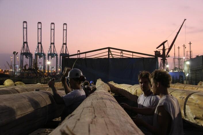 Byggingen foregår natt og dag for å komme i mål til avreisedato 1. november.  (Foto: Kon-Tiki2)