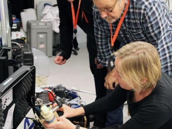 Research managers Bert van Bavel and Kai Sørensen from NIVA demonstrate some of the scientific instruments to chief scientist Cecilie Mauritzen. (Photo: NIVA)