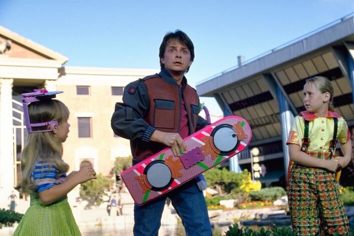 Samset tror Marty McFlys selvtørkende jakke i Back to the Future inneholdt en mikrochip av denne typen. (Foto: Cinematekene)