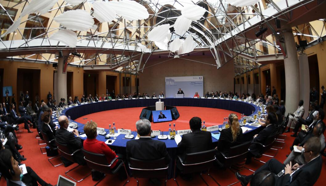 Snart møtes representanter for mange av verdens land til klimatoppmøte i Paris, Frankrike. Her forbereder noen av lederne seg i Tyskland i mai. De blir neppe enige om ambisiøse mål, tror forhandlerne deres. (Foto: Reuters)