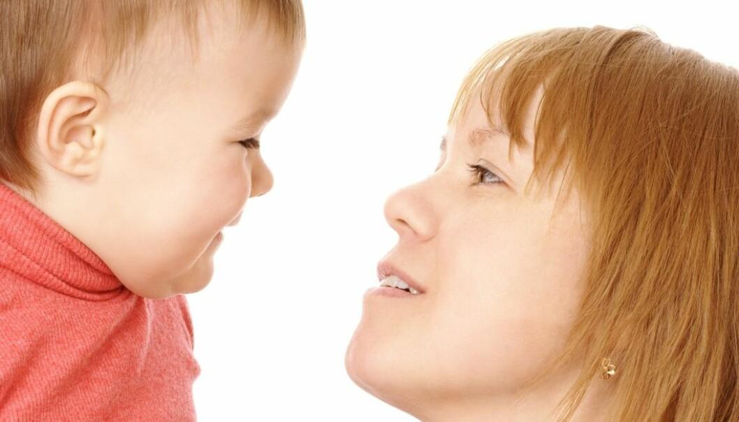 Ekkolali, eller gjentakelser av fraser man hører, gjør seg gjeldende hos mange små barn. Fenomenet er imidlertid mer utbredt og varer lenger hos barn med autisme, blindhet eller utviklingshemming.  (Foto: Colourbox)