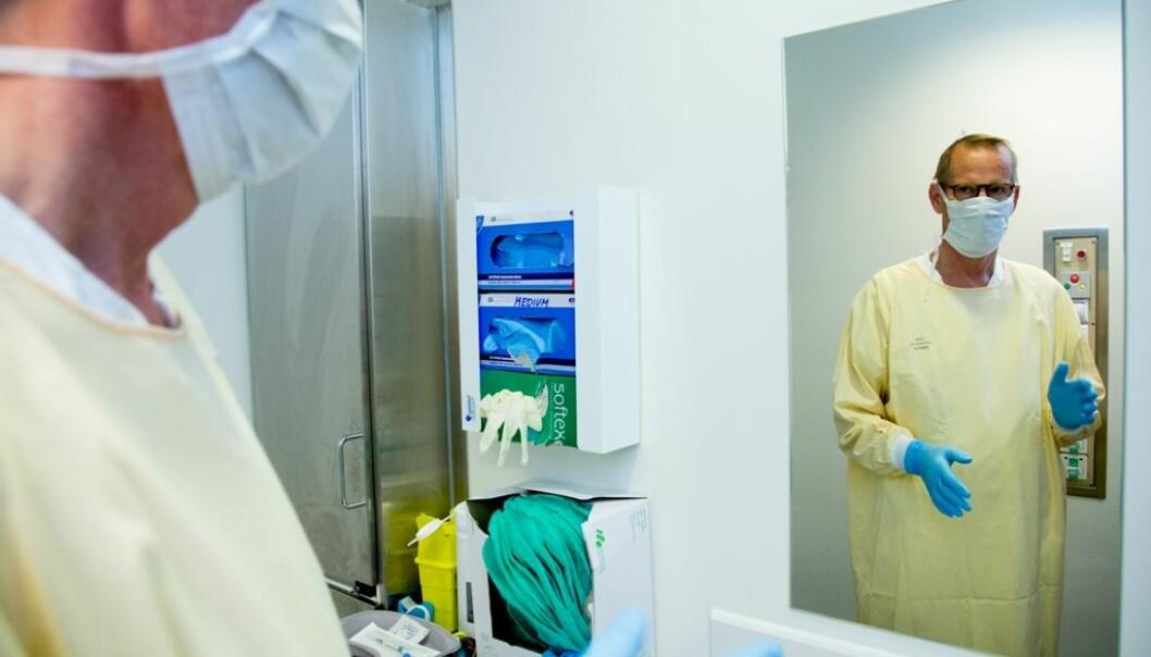 Dag Berild har klare tankar om kva som skal til for å få ned bruken av antibiotika. Han ønsker seg blant anna meir tverrfagleg forskingssamarbeid.  (Foto: Yngve Vogt, Apollon/UiO)