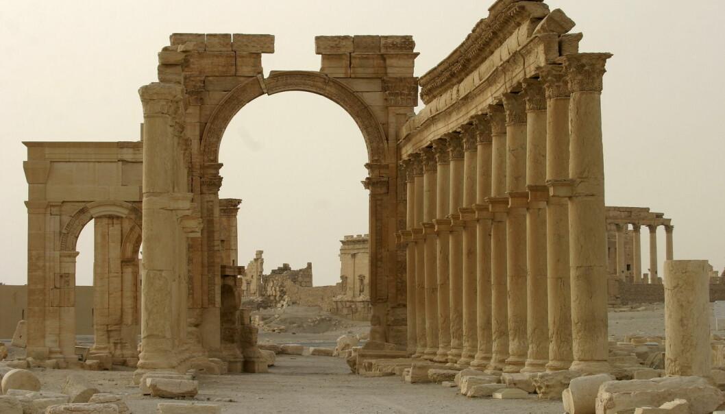 Denne buen i Palmyra skal nylig ha blitt ødelagt av IS i oldtidsbyen Palmyra. Bildet er fra 2009. (Foto: Gustau Nacarino/Reuters)