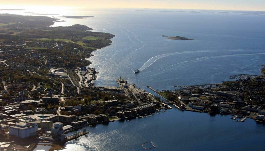 Simuleringer med den nye Oslofjord-modellen viser at en foreslått utvidelse av Moss Havn ikke vil ha nevneverdige effekter på drivbanene i Mossesundet. Løsmassene vannet fører med seg til Jeløya, skyldes i all hovedsak den sterke strømmen gjennom Mossekanalen. (Foto: Moss Havn)