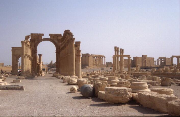 Buen er rundt 1800 år gammel, og ble satt opp sammen med en ny bydel i Palmyra. En gang var buen prydet med statuer, men de er borte. (Foto: Jørgen Christian Meyer)