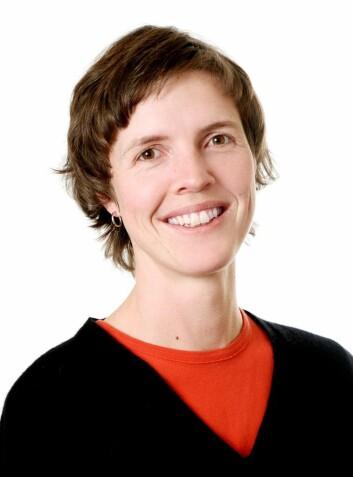 Førsteamanuensis Kjersti Lundetræ ved Lesesenteret, Universitetet i Stavanger, mener funnene bør gi konsekvenser for den første lese- og skriveopplæringen i skolen.  (Foto: Elisabeth Tønnesen)