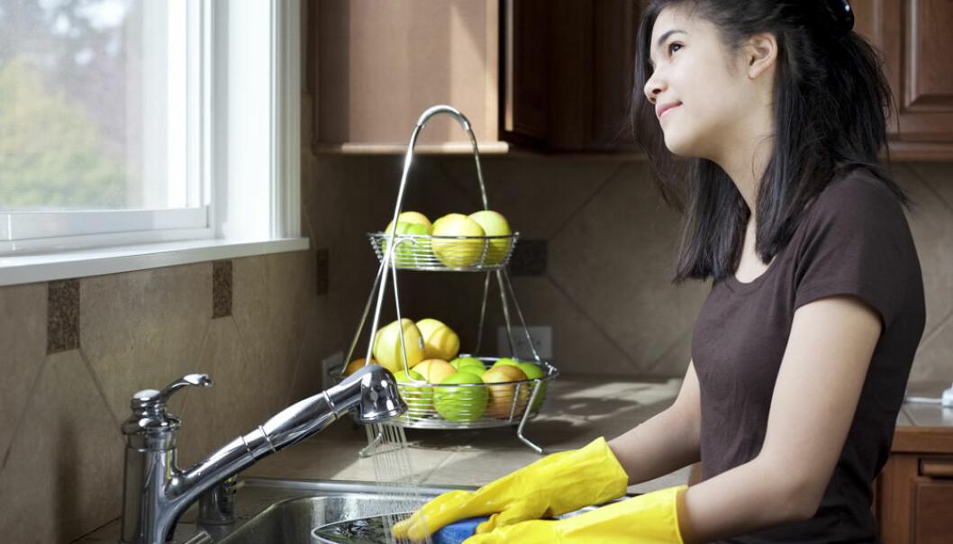 Skal du være tilstede i oppvaskkummen, eller la tankene svive - det er spørsmålet.  (Illustrasjonsfoto: Microstock)