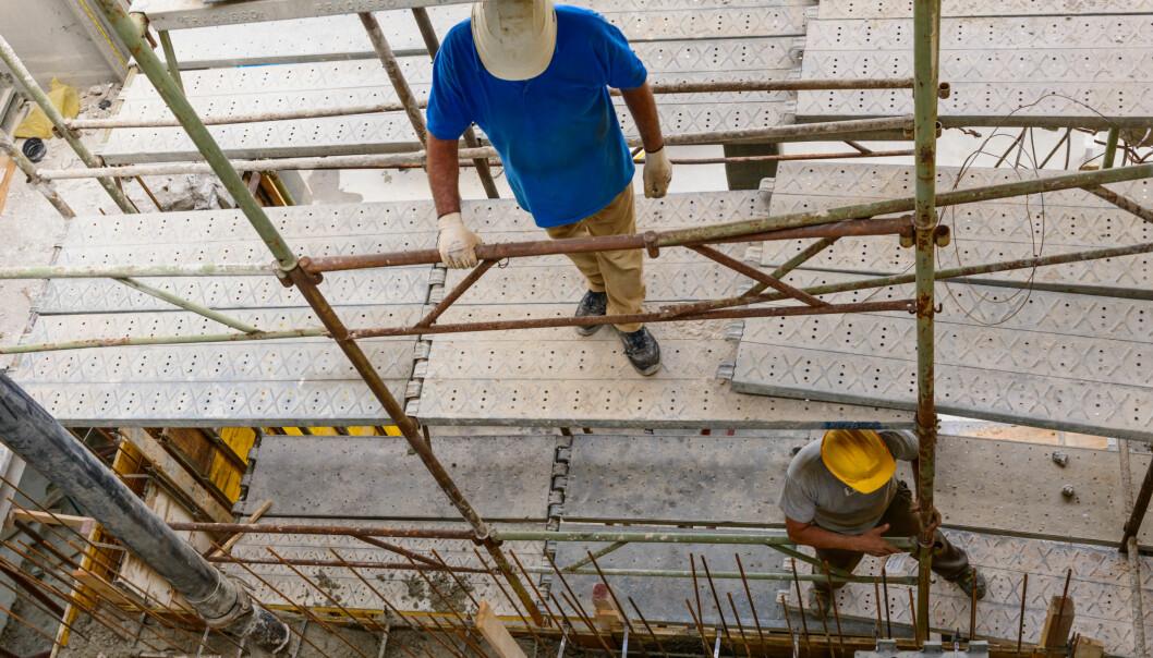 Mange i byggebransjen ble syke under finanskrisen, men noen av dem lot nok bare som, hevder forskere. Men konklusjonen er usikker. (Illustrasjonsfoto: Studio Gi/Microstock)