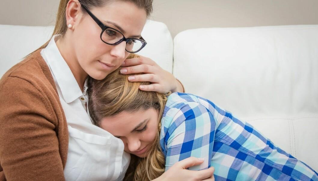 – Det er ikke overraskende at foreldre får sterke følelser når barna opplever noe traumatisk, sier forsker og psykolog Tonje Holt.  (Illustrasjonsfoto: Microstock)