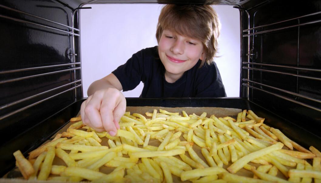 Transfett finnes spesielt i industrielt produserte matvarer og i frityrfett. Inntak av transfett er koblet til forekomsten av hjertesykdom – den hypotesen får nå støtte av den nye studien. (Illustrasjonsfoto: Microstock)