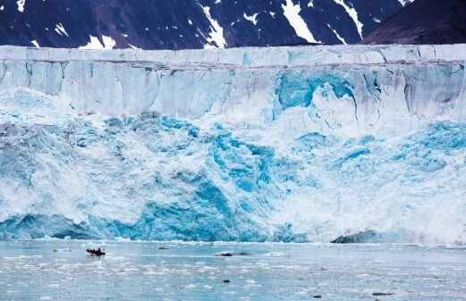 Glaciers on Svalbard behave differently